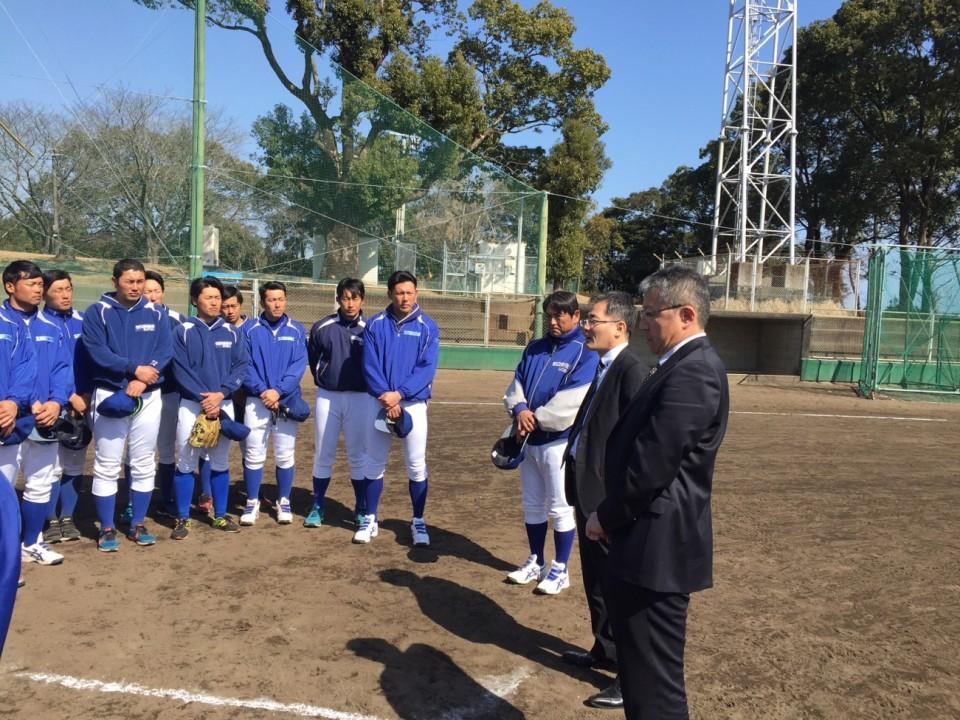 太田後援会長 服部野球部長 激励