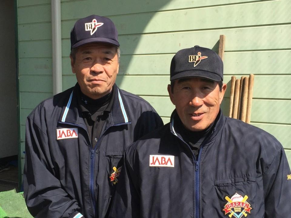 審判の渡辺さん(写真右)と倉川さん(写真左)